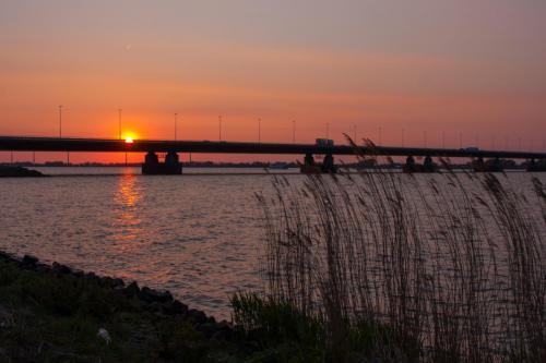 Moerdijkbrug zonsondergang